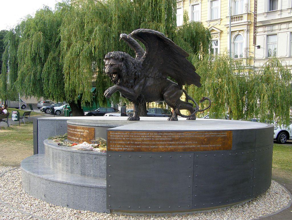 Památník na Klárově, okřídlený lev