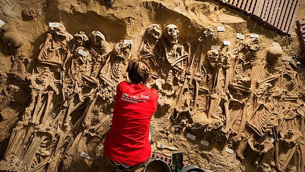 Masový morový hrob v Paříži