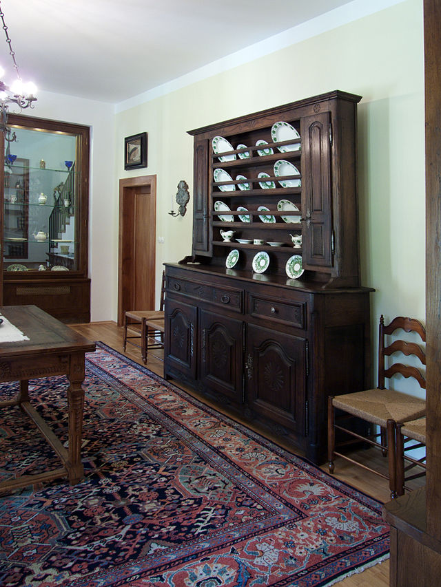 Benešova vila, interiér - kredenc