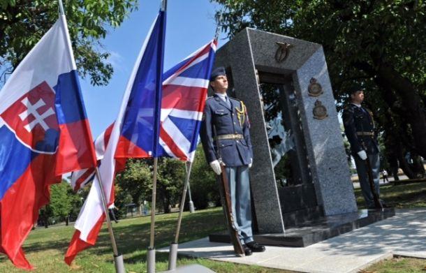 Nový památník československým letcům z RAF na pražském letišti v Ruzyni