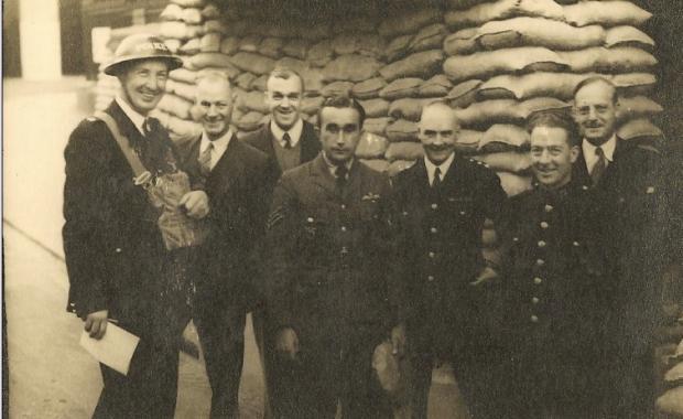 Josef František zatčený policií v Brightonu