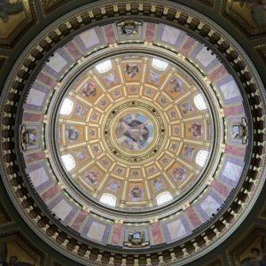 Bazilika sv. Štěpána, Budapešť - pohled vzhůru na vnitřní výzdobu