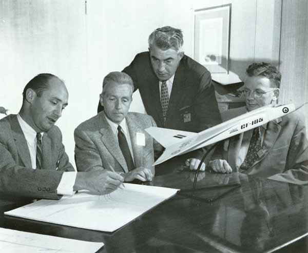 Tým snů firmy A. V. Roe: zleva Lindley, Floyd, Hake, Chamberlin.