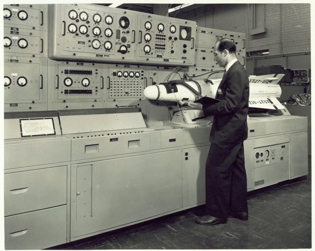 Testování rakety Hughes Falcon.