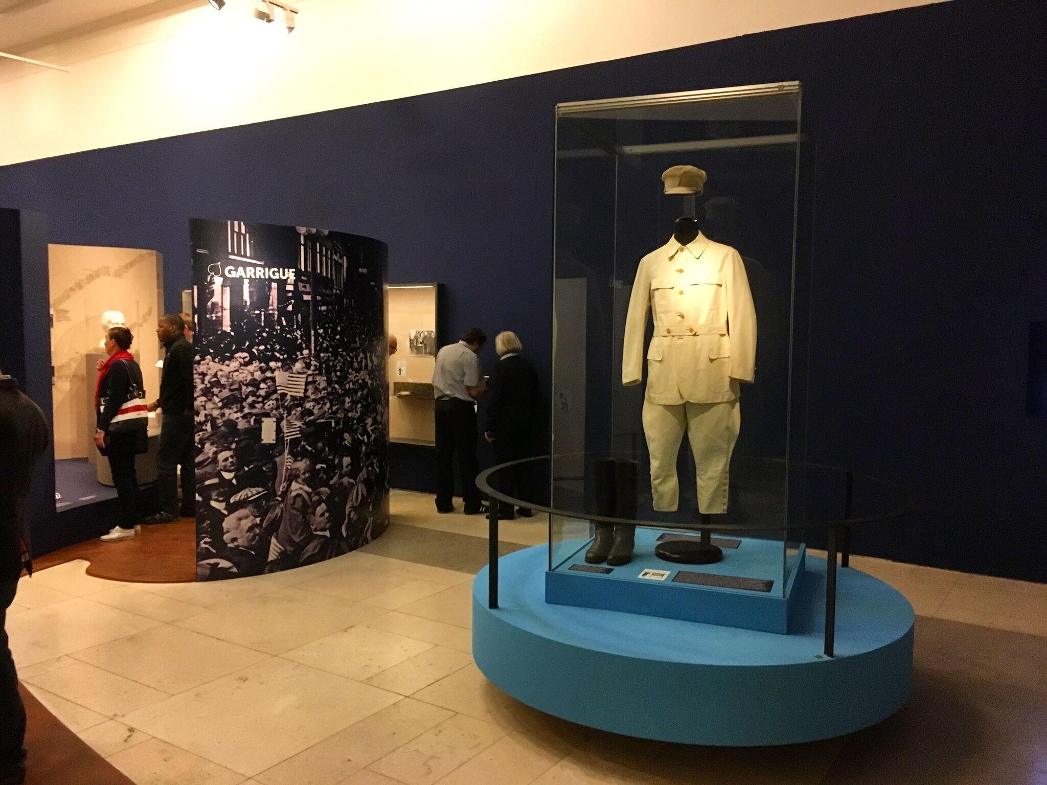 Masarykův bílý vycházkový oblek šitý na míru