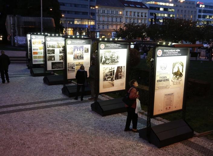 Venkovní výstava před Muzeem hlavního města Prahy