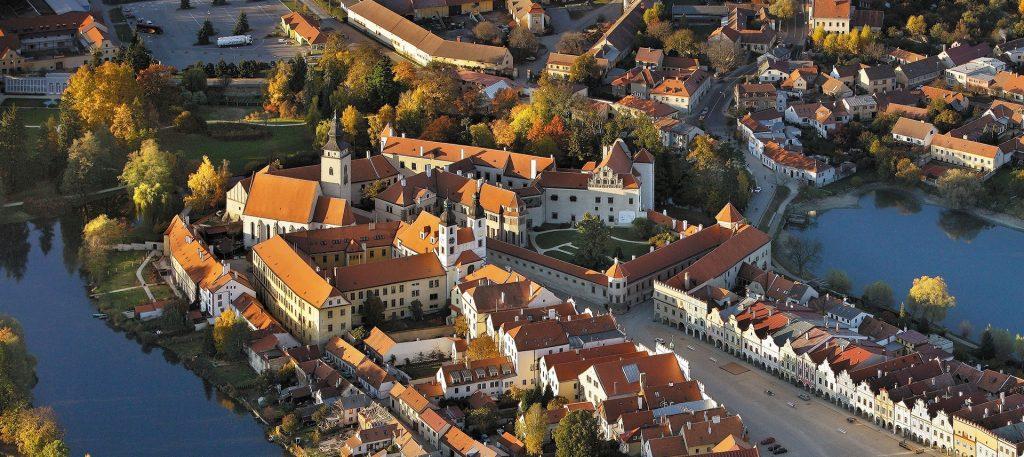 Letecký pohled na zámek Telč