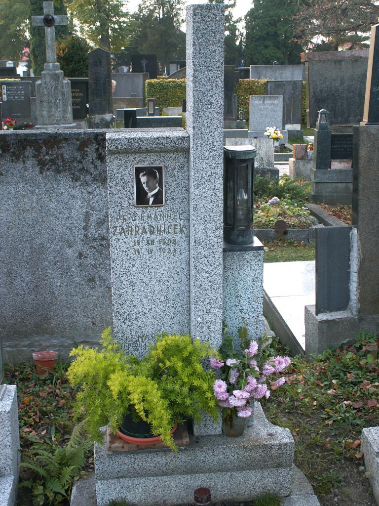 Hrob Emanuela Zahradníčka